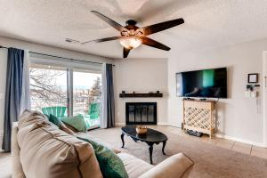 12160 Huron St 301 Westminster-large-005-12-Living Room-1499x1000-72dpi